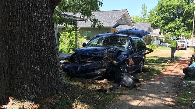 Scene of minivan crash (Apr. 30, 2018/FOX Carolina)