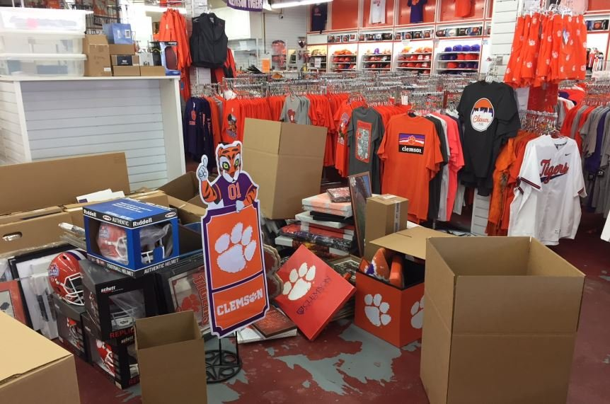 Mr. Knickerbocker's packing up merchandise (FOX Carolina/ May 4, 2018)