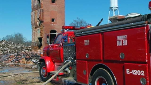 Firefighters respond to a fire at the Lydia Mill in Clinton. (Feb. 12, 2012/FOX Carolina)