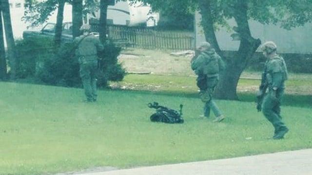 Deputies surrounding home in Greenville Co. (Credit: Chris D'Auria Sr.)