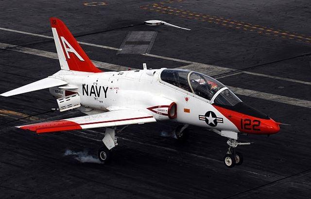 A T-45 Goshawk training aircraft (Source: US Navy/ Wikimedia Commons)