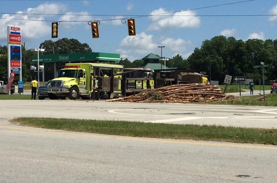 Log truck overturns (FOX Carolina/ June 22, 2018)