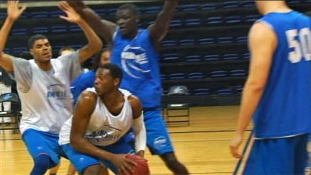 The UNC-Asheville men's basketball team practices in preparation for their NCAA first round appearance. (Mar. 12, 2012/FOX Carolina)