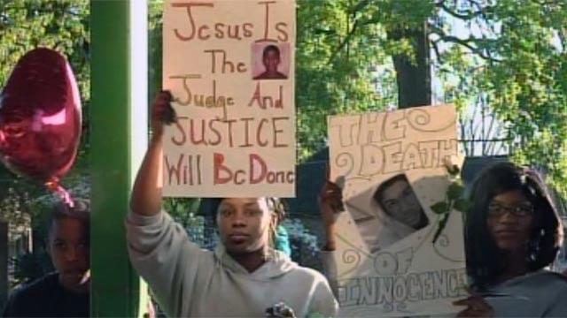 Crowds gather at a Greenwood rally seeking justice for killed Florida teen Trayvon Martin. (Mar. 27, 2012/FOX Carolina)