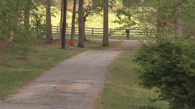 The Alverson Road home's driveway where the Seneca couple says they were followed to and robbed at gunpoint on Monday. (April 18, 2012/FOX Carolina)