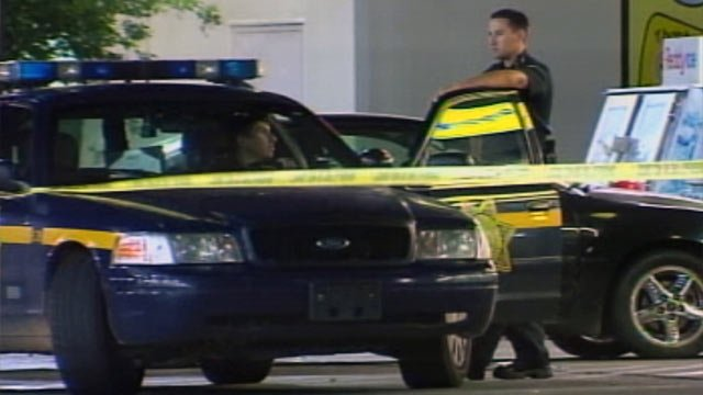 Deputies at the N. Pleasantburg Dr. Spinx that was robbed Wednesday. (May 2, 2012/FOX Carolina)