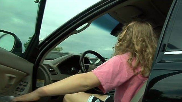 Upstate teen driver Betsy Ebatt gets behind the wheel. (June 1, 2012/FOX Carolina)