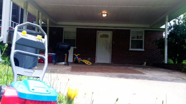 The home on Caulder Ave. where police say a man was shot during an attempted robbery. (June 4, 2012/FOX Carolina)