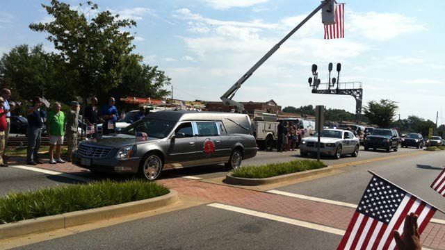 Sgt. Thomas' motorcade arrives in downtown Easley. (June 29, 2012/FOX Carolina)