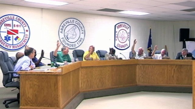 The Abbeville County Council votes to investigate the sheriff's office. (July 9, 2012/FOX Carolina)