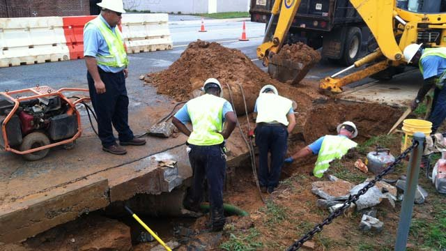 Crews work to repair a water main break along Union Street. (July 10, 2012/FOX Carolina)