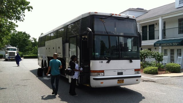 Passengers re-board a bus headed for New York after the one they were on broke down in Anderson Tuesday night. (July 25, 2012/FOX Carolina)
