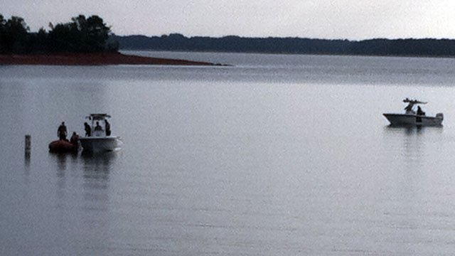 Investigators use boats to search Lake Hartwell for a missing swimmer. (Aug. 6, 2012/FOX Carolina)