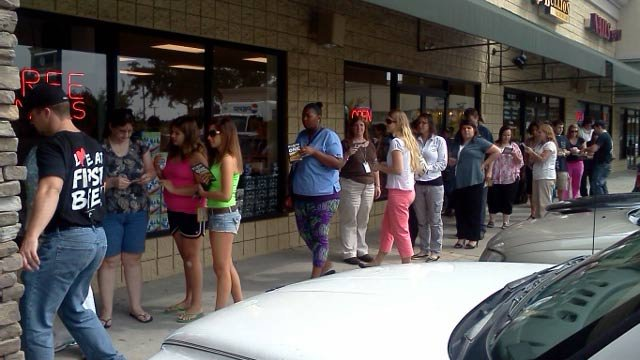 People wait in line  for $1 subs at a Greenville Jimmy Johns. (Aug. 9, 2012/FOX Carolina)