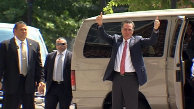 Republican presidential hopeful Mitt Romney gives two thumbs up to a crowd in downtown Greenville. (Aug. 16, 2012/FOX Carolina)