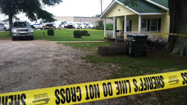The home where deputies say a husband stabbed his wife Thursday. (Aug. 17, 2012/FOX Carolina)