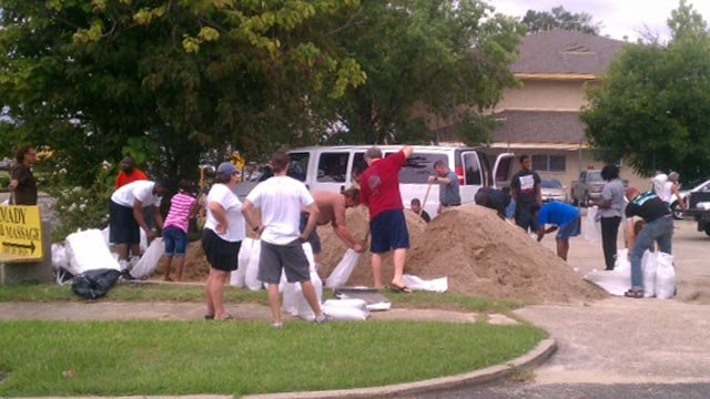 Volunteers and residents load sand bags in downtown Baton Rouge. (Aug. 29, 2012/Courtesy Chris Bonaparte)