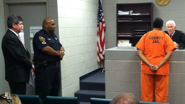 Gloria Brackett (right) appears before a Spartanburg Co. judge where her bond was delayed. (Sept. 10, 2012/FOX Carolina)