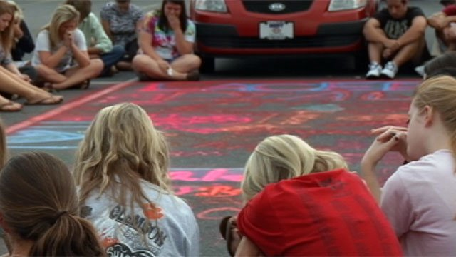 Wren High School students hold a vigil for Lacee Dial. (Sept. 16, 2012/FOX Carolina)