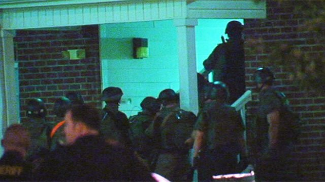 SWAT team members approach the apartment. (Sept. 20, 2012/FOX Carolina)