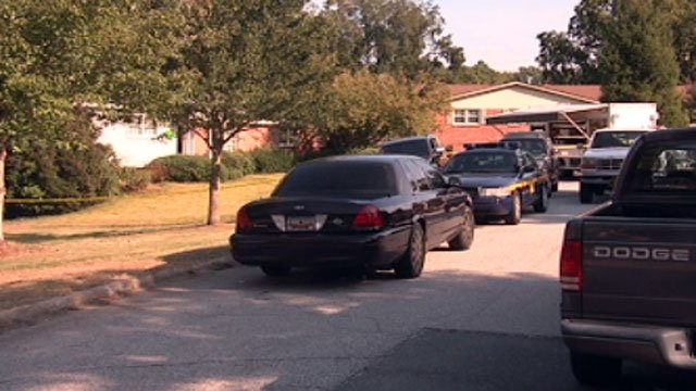 Investigators discover a meth lab at a home on Ladbroke Ct. (Sept. 27, 2012/FOX Carolina)