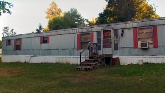 Davis' home, where deputies say he held the woman captive and raped her repeatedly. (Oct. 2, 2012/FOX Carolina)
