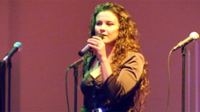 Tara Simon performs at Thrive Church in downtown Greenville. (Oct. 7, 2012/FOX Carolina)