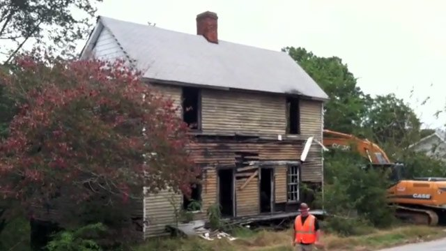 The abandoned Jackson St. home minutes before demolition began. (Oct. 8, 2012/Anderson Co. Council)