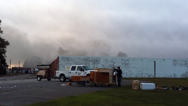 Smoke continue to fill the sky Wednesday morning following the warehouse fire. (Oct. 10, 2012/FOX Carolina)