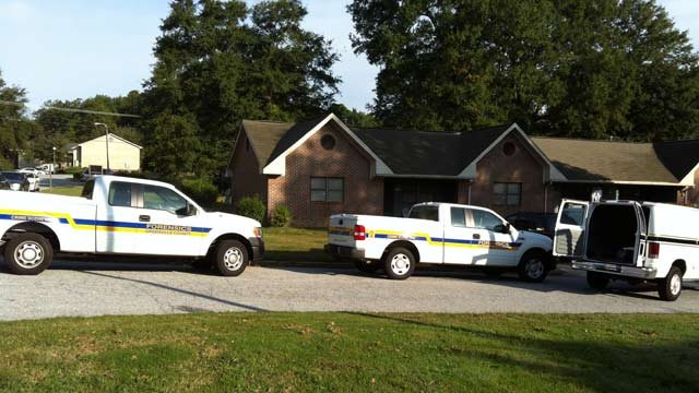 Officers and the coroner investigate a homicide in Fountain Inn. (Oct. 12, 2012/FOX Carolina)