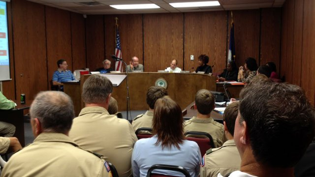 The Greenwood City Council takes a vote on an ordinance that bans texting while driving. (Oct. 15, 2012/FOX Carolina)