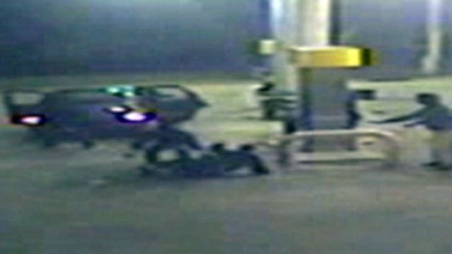 Deputies say this image shows two men attacking a gas station clerk and stealing cash. (Oct. 22, 2012/Greenville Co. Sheriff's Office)