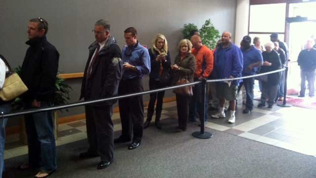 Voters wait in line at Greenville County Square to cast their absentee ballots. (Oct. 30, 2012/FOX Carolina)