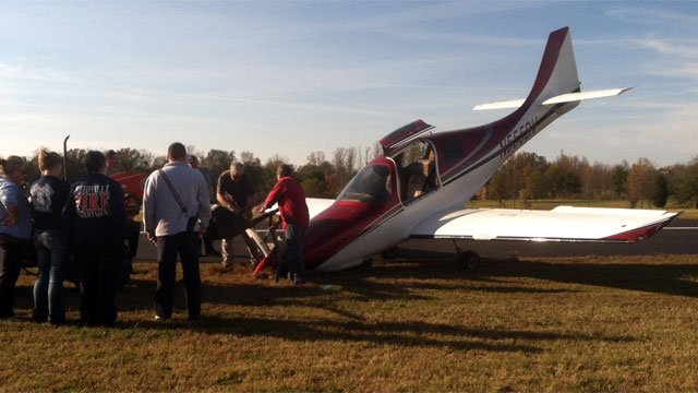 Workers try to right an airplane that crashed during a landing near Woodruff. (Nov. 2, 2012/FOX Carolina)