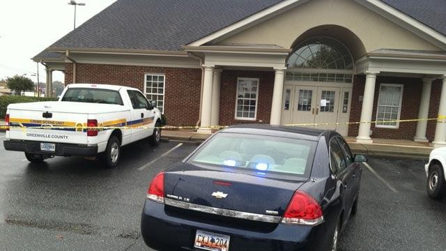 Deputies respond to a robbery at the SunTrust on Farrs Bridge Road. (Nov. 7, 2012/FOX Carolina)