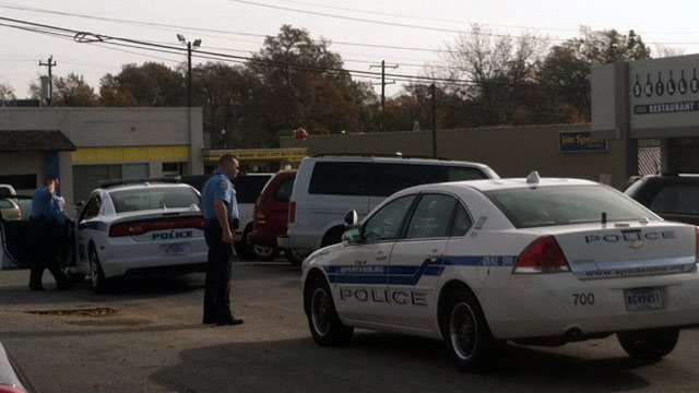 Spartanburg police respond to armed robbery at Quick Credit on Pine Street. (Nov. 14, 2012/FOX Carolina)