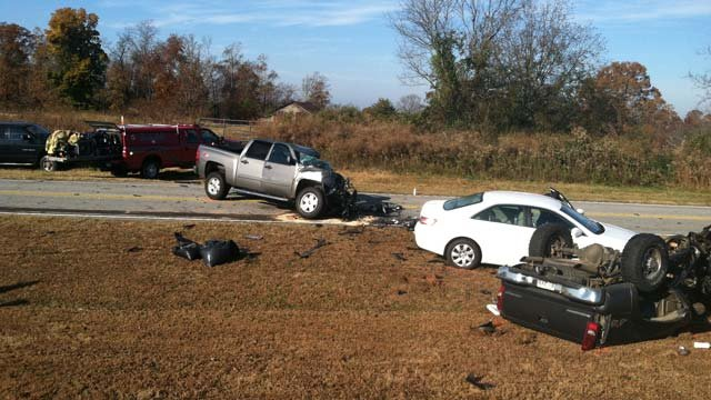 Several cars were involved in the fatal wreck along Highway 11 at Bruce Road near Westminster. (Nov. 16, 2012/FOX Carolina)