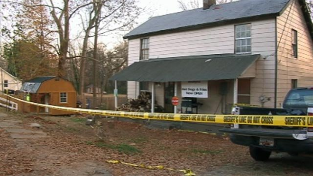Deputies investigate a Spartanburg County man's killing. (Dec. 1, 2012/FOX Carolina)
