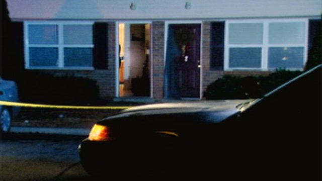 Deputies respond to a shooting at the Boulder Creek Apartments complex Sunday night. (Dec. 2, 2012/FOX Carolina)