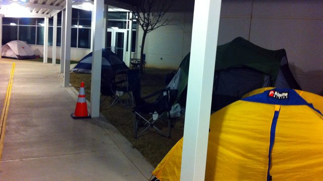 Parents' tents lined the sidewalks around A.J. Whittenberg Elementary Monday morning. (Dec. 3, 2012/FOX Carolina)