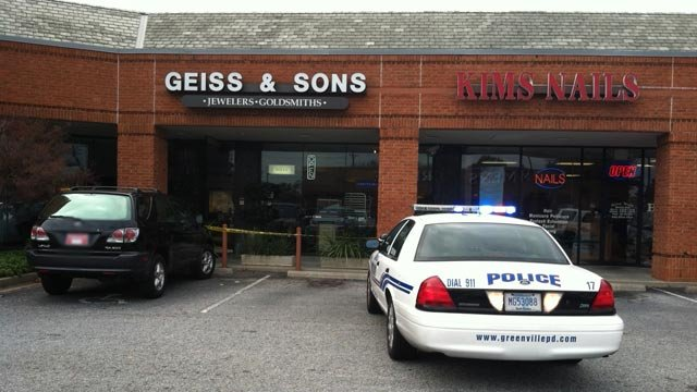Greenville police investigate a smash-and-grab theft at Geiss & Sons on Saturday. (Dec. 8, 2012/FOX Carolina)