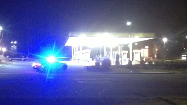 Police respond to the Spinx gas station after two men were shot Tuesday morning. (Jan. 1, 2013/FOX Carolina)