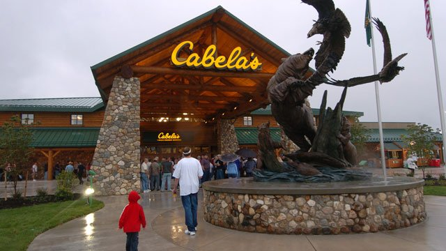Customers arrive at the new Wheeling, WV, Cabela's store, Thursday morning, Aug. 12, 2004. (AP Photo/Dale Sparks)