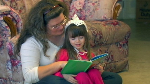 Debbie Hyde reads to her granddaughter, Kacy Roberson's child. (Jan. 15, 2013/FOX Carolina)