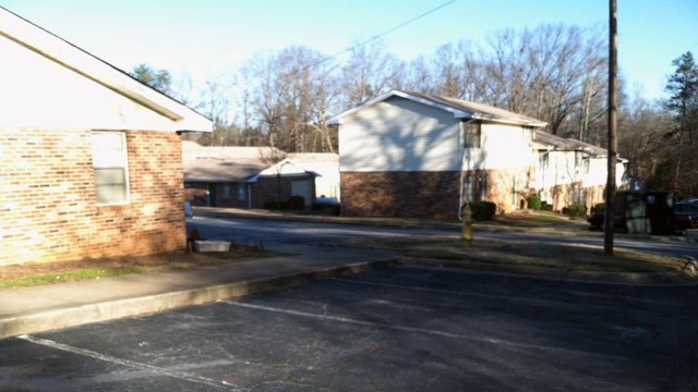 The area where deputies found the man's body at Crescent Landing Apartments. (Jan. 20, 2013/FOX Carolina)