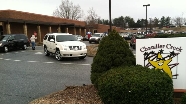 Parents pick up their kids at Chandler Creek Elementary School in Greenville County following the 10 a.m. dismissal. (Jan. 25, 2013/FOX Carolina)