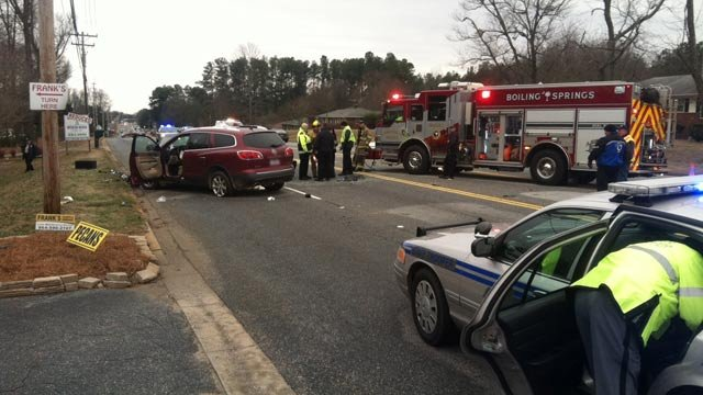 Troopers, firefighters and officials respond to a fatal crash on Highway 9 Friday morning. (Jan. 25, 2013/FOX Carolina)