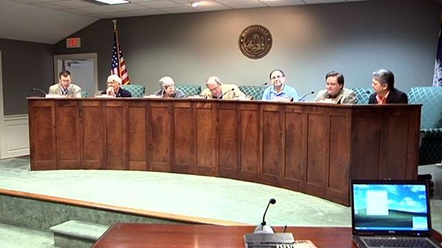 The Simpsonville City Council takes a vote on the future of the city's police chief. (Dec. 28, 2012/FOX Carolina)