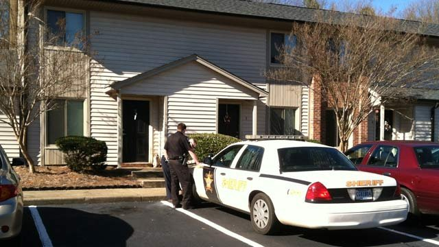 Anderson Co. deputies respond Julie Kelley's Piedmont apartment to serve the Greenville Co. warrant. (Jan. 31, 2013/FOX Carolina)