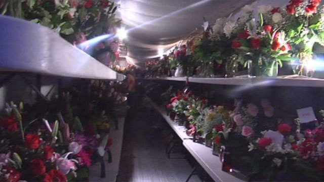 A Arrangement in Greer brings in a flatbed trailer to store flowers for Valentine's Day. (Feb. 13, 2013/FOX Carolina)
